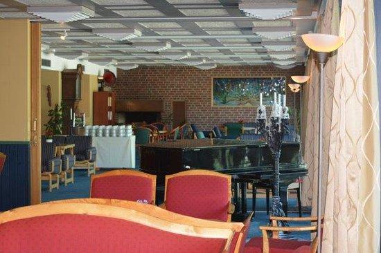 Hotel Geiranger: coffee/piano lounge
