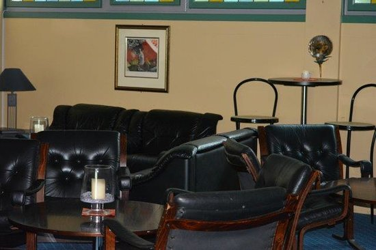 Hotel Geiranger: snug bar area upstairs on 7th floor