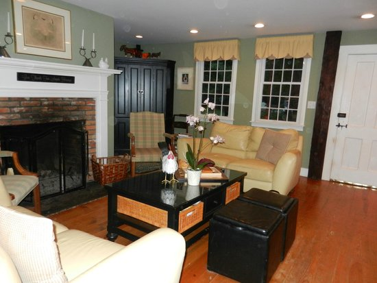 Green Acres Bed and Breakfast: Cozy Living Room