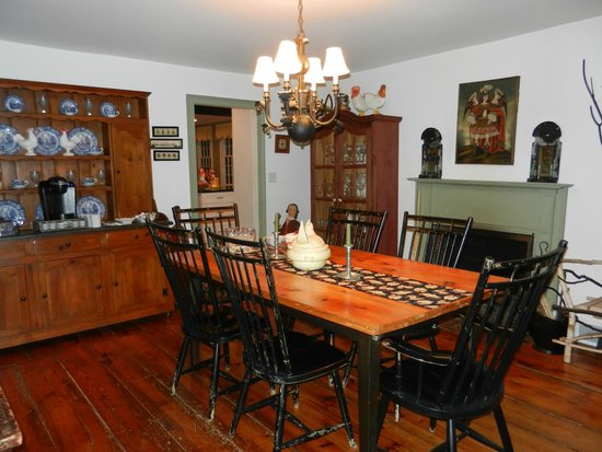 Green Acres Bed and Breakfast: Celebrate a birthday.  Enjoy breakfast.  Play a game.