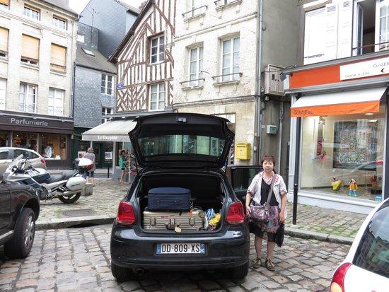 Hotel du Dauphin : 公共駐車場