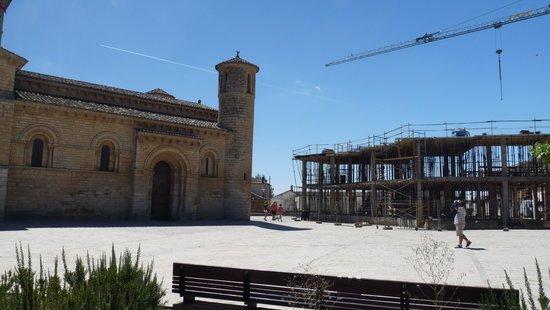 Iglesia de San Martín de Fromista: Construccion de dosado a La Iglesia