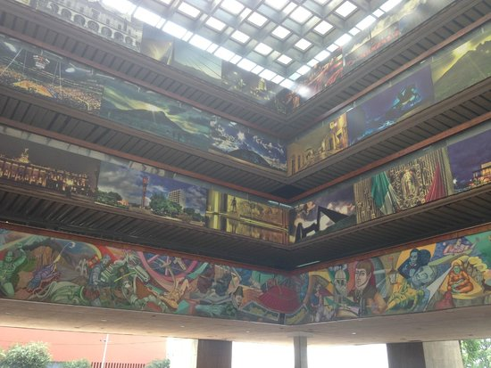 Gran Plaza o Macroplaza: Murals at City Hall
