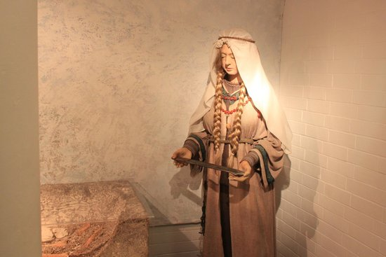 Dover Museum: A Roman Lady of Some Notable Station