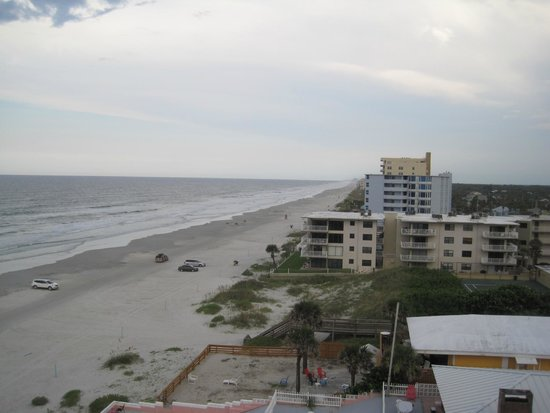 BEST WESTERN New Smyrna Beach Hotel & Suites: View from room 614 along the beach
