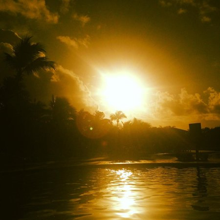 Iberostar Bahia: Pôr do sol na piscina
