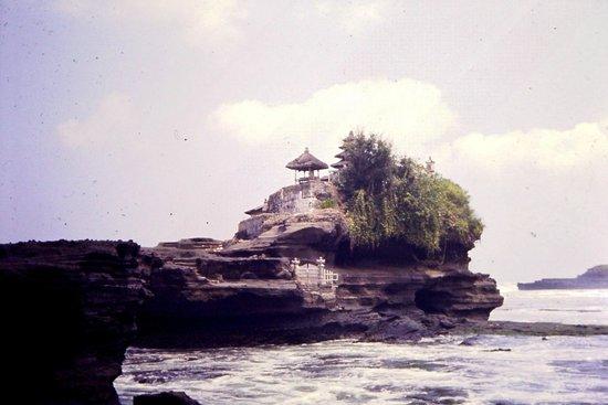 Tanah Lot Temple : Tanah Lot 1985 diapo 1