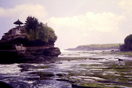 Tanah Lot Temple : Tanah Lot 1985 diapo 2