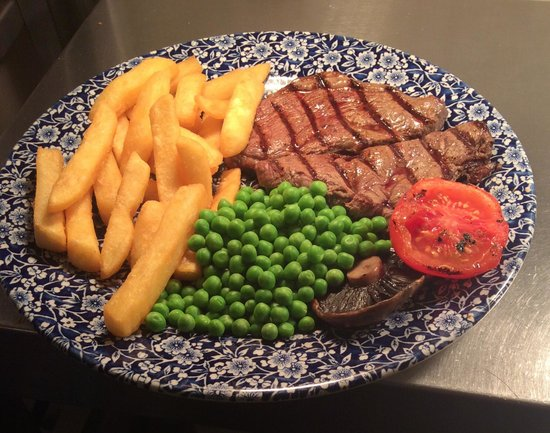 The Golden Bee: Lovely steak and chips