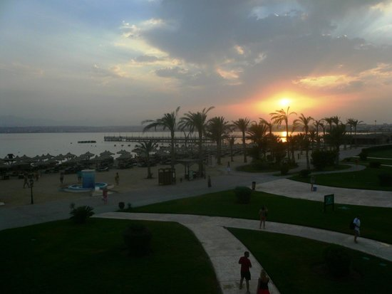 Pyramisa Sahl Hasheesh Resort : пляж