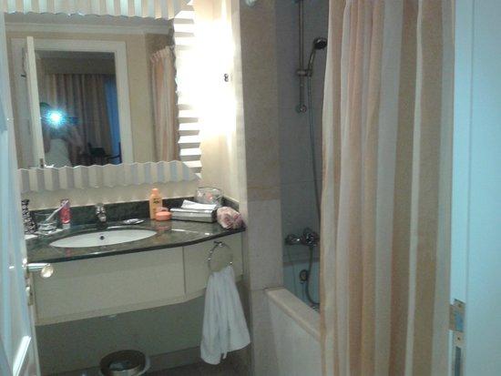Denia La Sella Golf Resort & Spa : Bathroom
