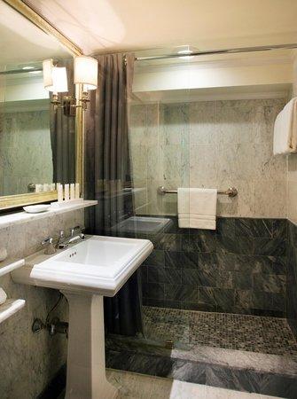 Eliot Hotel: Bathroom