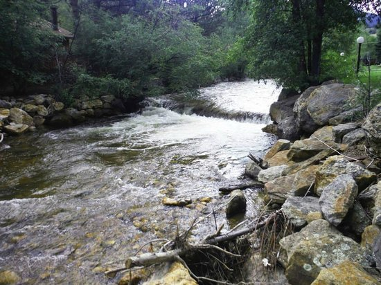 Deer Crest Resort: Fall River behind the resort