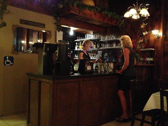 Amore's Ristorante: Great service, good wine list, full bar