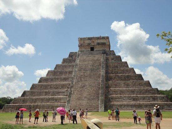 Museo Maya de Cancun: Pirâmide de Kukulcán