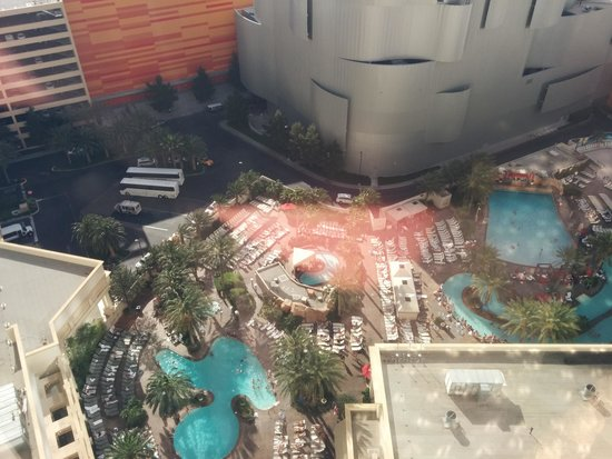 Park MGM Las Vegas : Pool complex from room