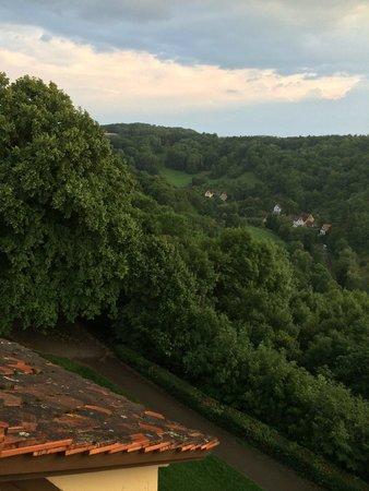 Burghotel : Mot dalen og elven Tauber.
