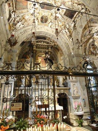 Santuario della Beata Vergine di Tirano: Altare dedicato alla Madonna
