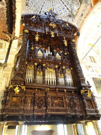 Santuario della Beata Vergine di Tirano: Organo