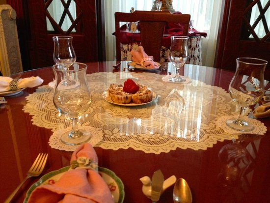 600 Main, A Bed & Breakfast and Victorian Tea Room: breakfast for four