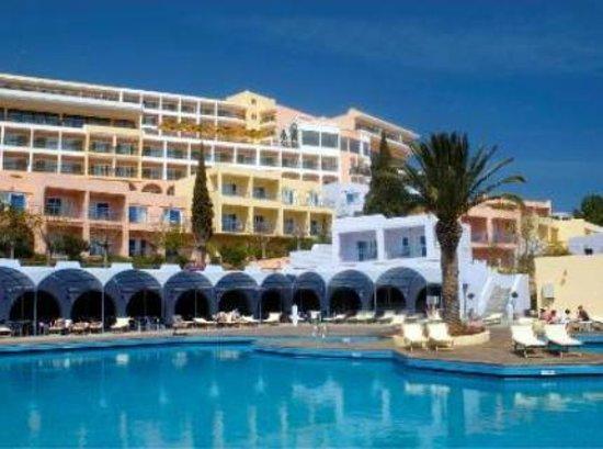 Hotel Playasol Mare Nostrum : restaurante frente a la piscina