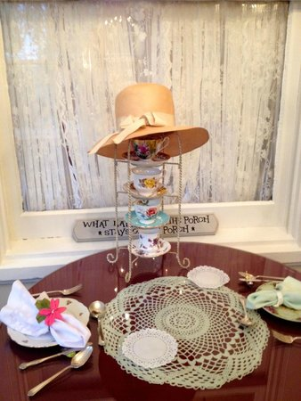 600 Main, A Bed & Breakfast and Victorian Tea Room : tea for two