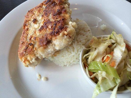 Mokus Restaurant of Fonthill : Macadamia Nut Crusted Mahi Mahi