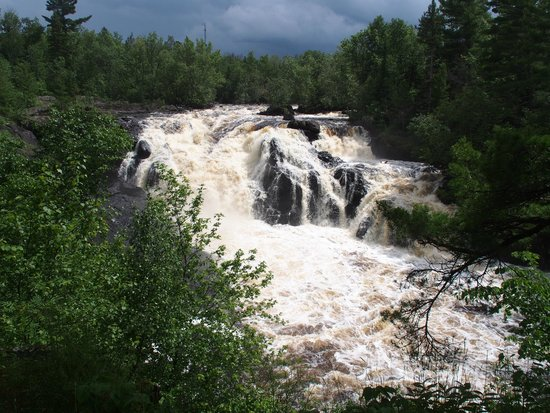 Timber Wolf Lodge : This the falls we went to. Must drive there than walk, Beautiful trail.
