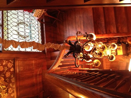 600 Main, A Bed & Breakfast and Victorian Tea Room : the gorgeous chandelier above stairs