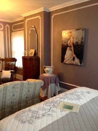 600 Main, A Bed & Breakfast and Victorian Tea Room : one view inside Queen Alexa