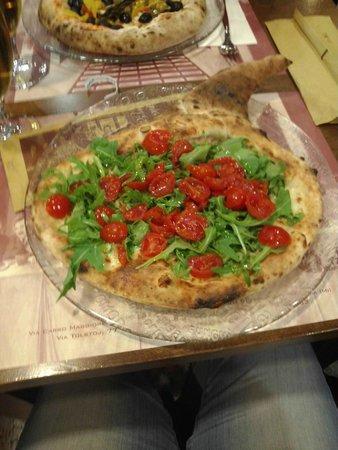 mezzo calzone e mezza pizza - Foto di La Terrazza, San Giuliano ...