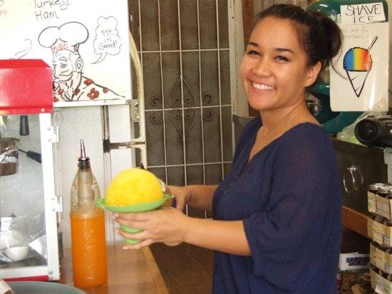 Mr. Ed's Bakery: Service with a smile. Aloha !