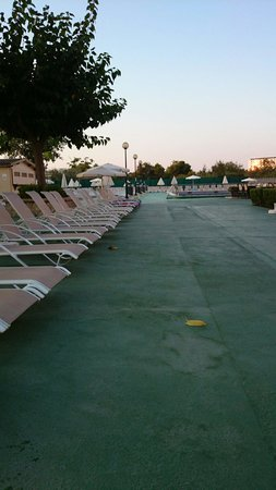 BelleVue Lagomonte: 6 am this morning, people putting towels on sun beds, sad people