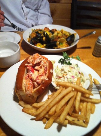 Lobsta Land: Lobster roll and Papaya