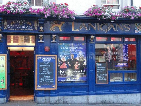 Lanigan's Bar & Restaurant: Outside the pub.