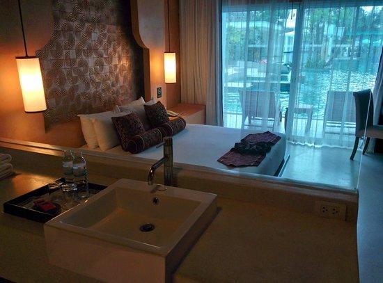 Chanalai Romantica Resort : bagno - letto