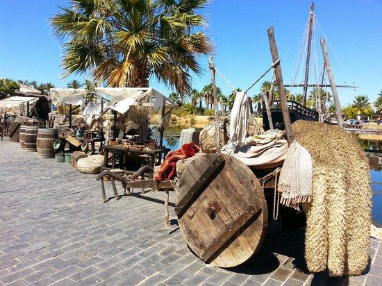 Muelle de las Carabelas: Poblado de epoca