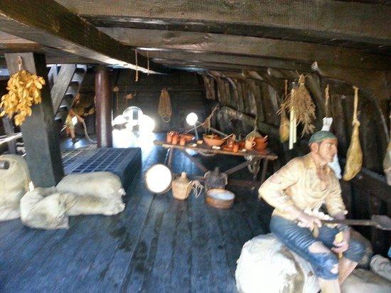 Muelle de las Carabelas: Bodegas de las calaberas