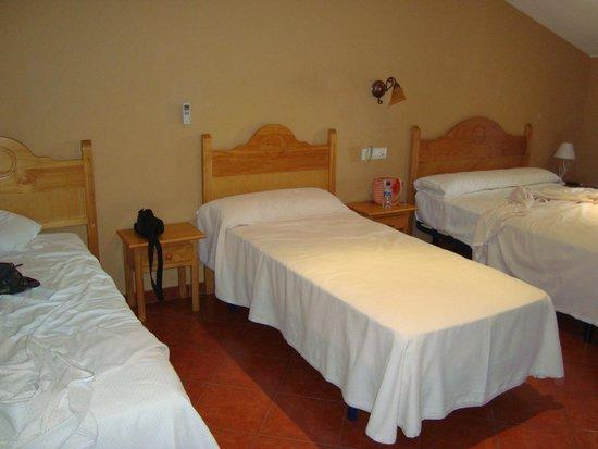 Hostal San Miguel: VISTA CAMAS