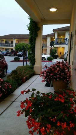 Howard Johnson Marina at Monterey Bay: Lobby Entry Flowers