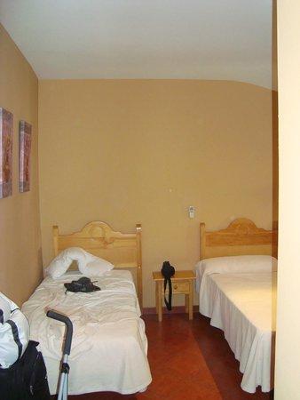 Hostal San Miguel: VISTA CAMAS 3
