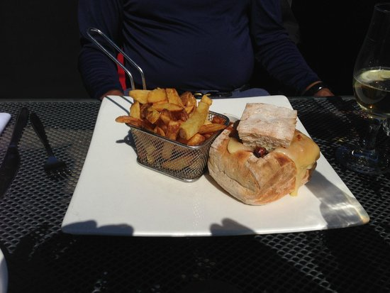 The Blackhouse Grill - Chester: Fancy Burger