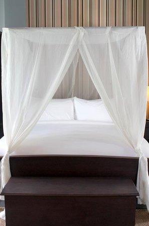 Sofitel Luang Prabang Hotel: Bed in Garden Suite