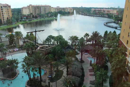 Wyndham Bonnet Creek Resort : view from our floor of the lake