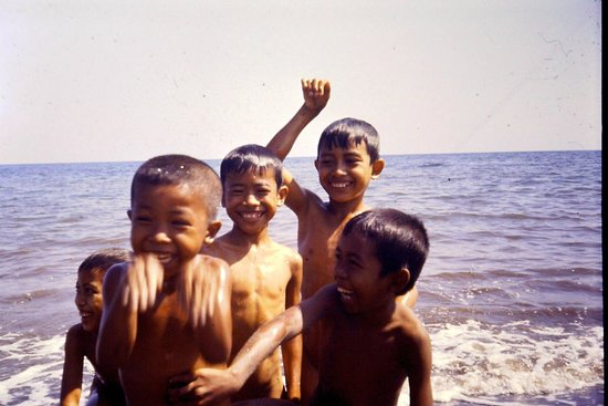 Lovina Beach : Bimbi di Lovina diapo 1985
