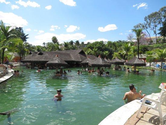 Piscina de gua quente com bar molhado picture of hot for Agua piscina