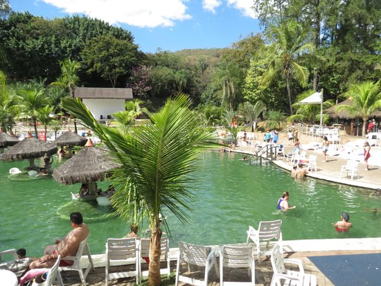 Piscina de gua quente com mesas picture of hot park for Agua piscina