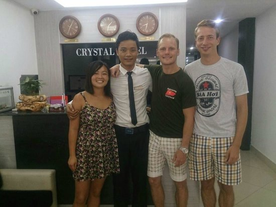 Hanoi Crystal Hotel: Manager Thomas Ngyuen and us