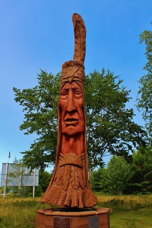 Bar Harbor Campground: Look for the big indian at the entrance