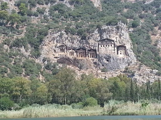 Keysan Yunus Hotel: Tombs of Kaunos from the river